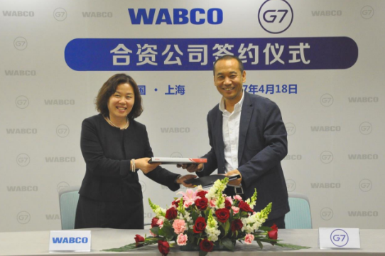 Pictured here are Sujie Yu, WABCO Vice President, Asia-Pacific and Business Leader China (left) and Zhai Xuehun, G7 Chief Executive Officer.