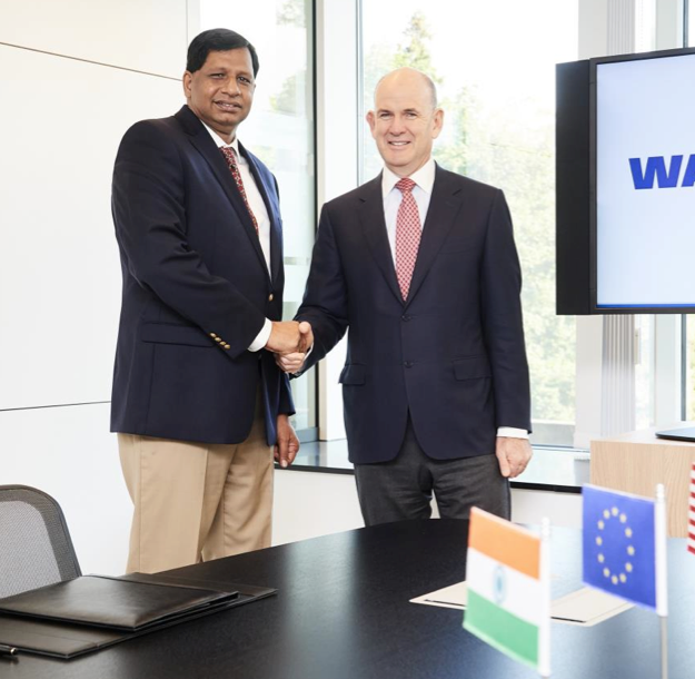 Jacques Esculier, WABCO Chairman and Chief Executive Officer (right) and Ashok Yerneni, AssetTrackr Founder and Chief Executive Officer
