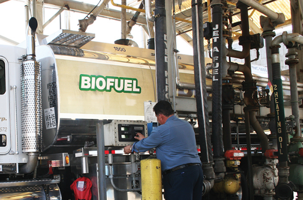 truck, filling up w/biodiesel